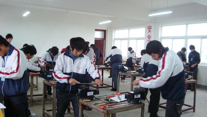 学校举办首届学生技能竞赛(图片)