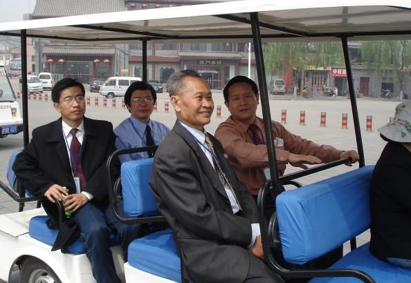 姚平先生与潘承祥主席等全国部分辞赋作家留影于中国洛阳龙门(2007年4月